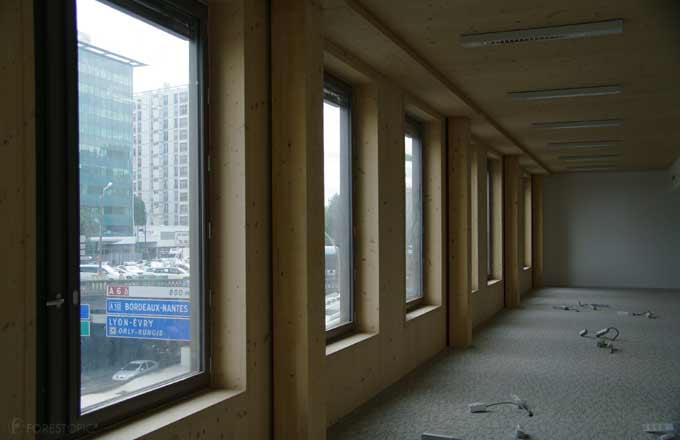 Un immeuble de bureaux en bois r 7 sort de terre paris for Immeuble bureaux structure bois